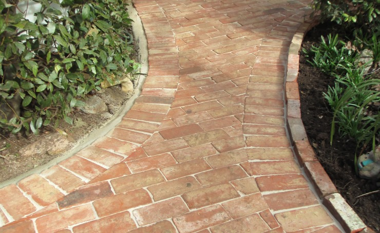Paving design ideas for your garden path driveway verandah for Paved garden designs ideas