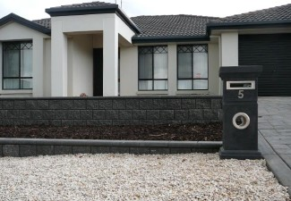 Complete garden landscaping makeover craigmore sa for Courtyard designs adelaide