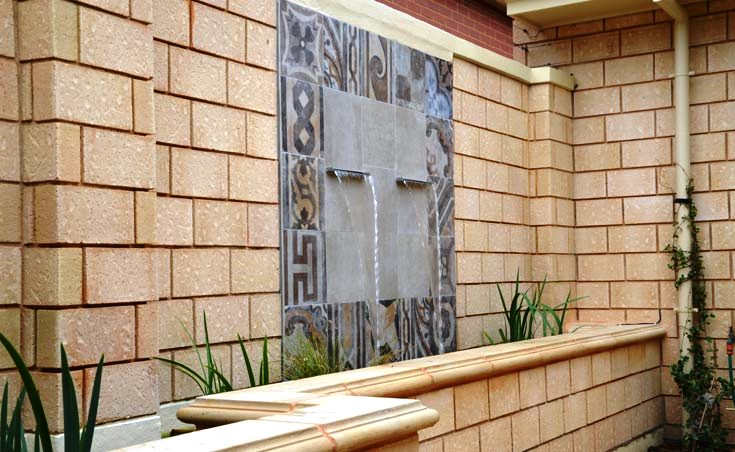 Courtyard water feature wall adelaide landscaping ideas for Courtyard home designs adelaide