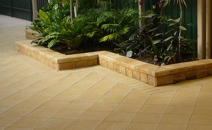 Landscaping ideas for courtyards courtyard landscaping for Raised garden wall ideas