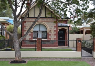 Low maintenance front yard landscaping for Courtyard landscaping adelaide